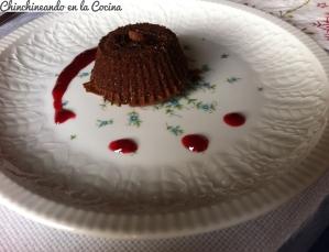 Coulant de chocolate y coulis de frambuesas