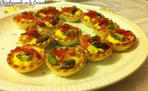 Mini tartaletas de espárragos verdes y jamón
