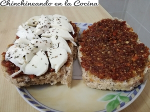 Sándwich de mozarella y pesto rosso